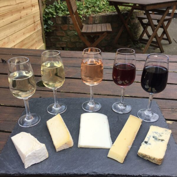 5 wines and 5 cheese pairings on a black slate